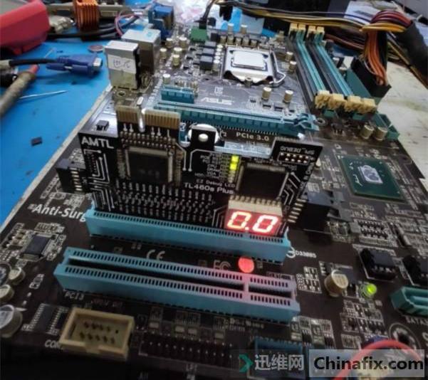 华硕P8B75-V主板开机风扇动一下没反应故障维修