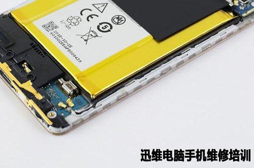 以上是中兴axon天机MAX拆机的全部内容,总的来说,中兴axon天机MAX拆解有一定的难度,主要集中在后壳与中框的分离以及电池与中框的分离上面。后壳与中框通过卡扣紧密扣合,电池也有粘合剂防止因摔落而造成的松动。其内部结构和做工都是相当不错的,值得各位拥有。