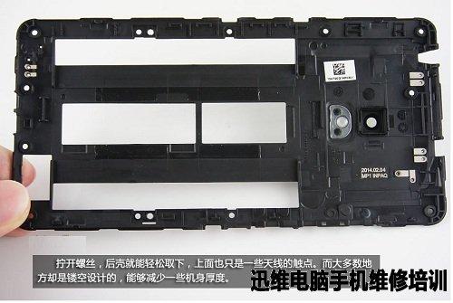 华硕zenfone6配备6英寸1280x720分辨率IPS屏幕,采用第三代康宁大猩猩玻璃和OGS全贴合技术,搭载2.0GHz主频的英特尔Z2580双核处理器,运行1G内存以及8G存储空间,最大支持64GB的存储扩展,配备1300万像素的索尼背照式后置摄像头和200万像素前置摄像头,支持双卡双待,标配3200mAh不可拆卸聚合物锂电池,电池设计比较独特,弧形的手机后壳方便了SIM卡槽设计在中间,性价比很不错。