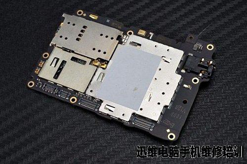 我们将oppo智能手机n3主板拆卸