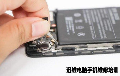 小米5s的电池使用两条无痕拉胶固定