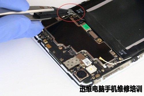 迅维电脑手机维修培训 维修技术 手机拆机教程       将主板位置对准
