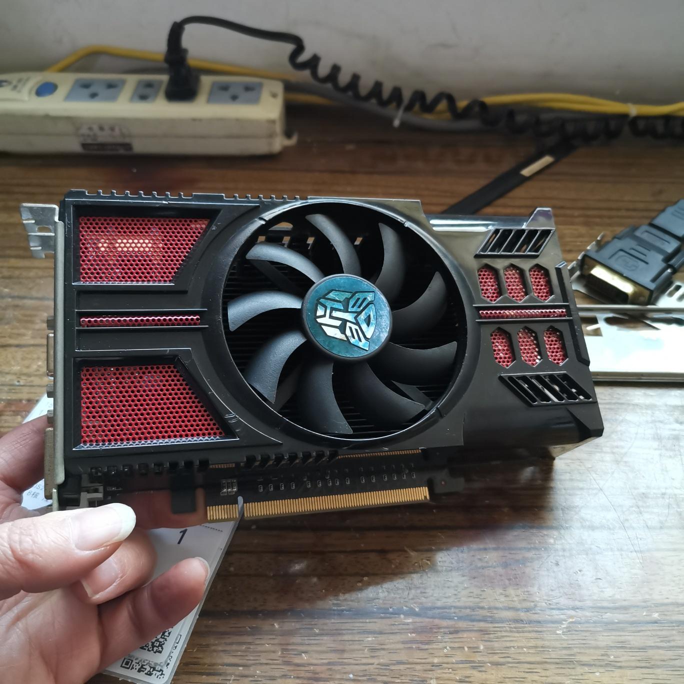 铭瑄GTS450显卡开机正常显示,进系统黑屏维修 图1