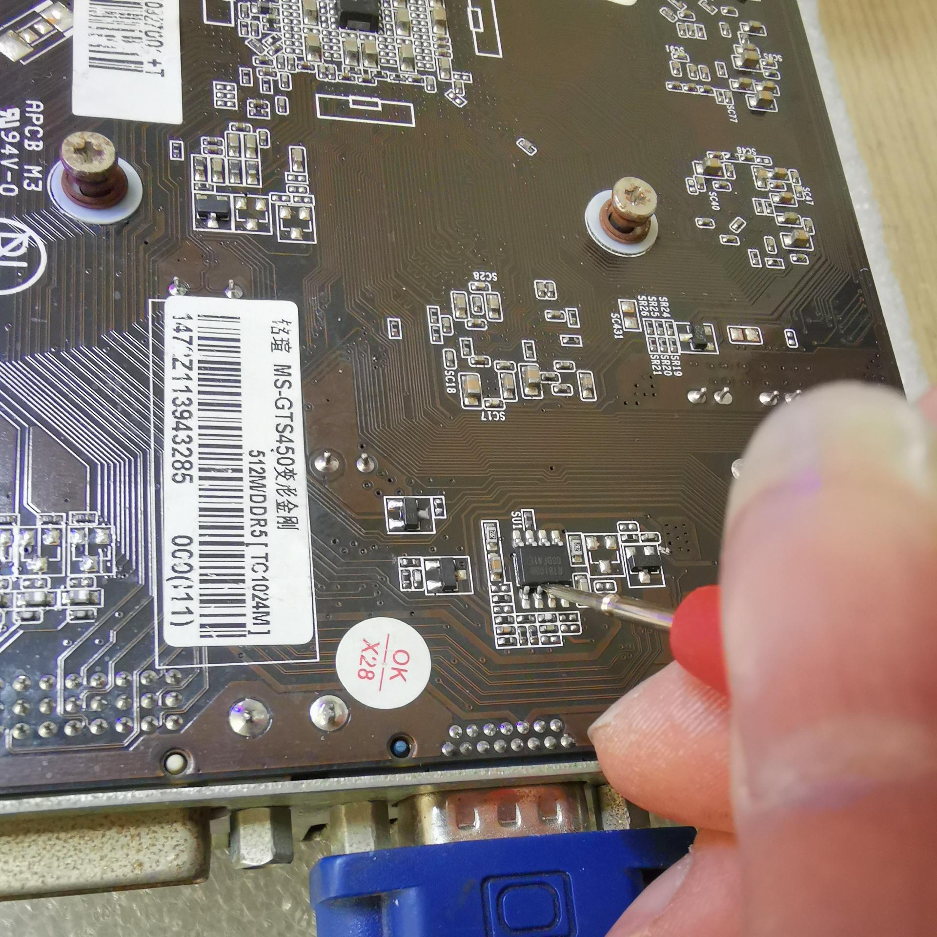 铭瑄GTS450显卡开机正常显示,进系统黑屏维修 图2