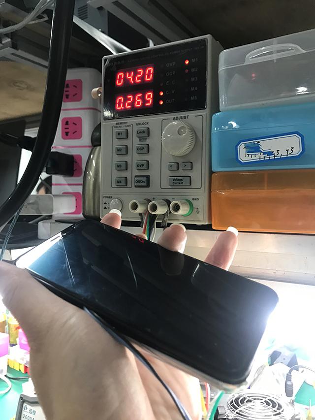 进水iPhone X开机卡白苹果进不了系统维修 图2