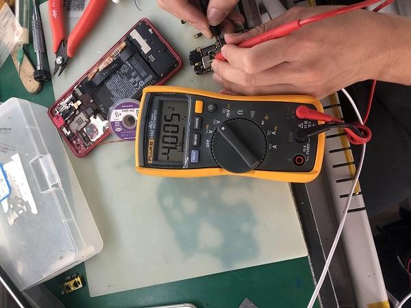 二修红米K20手机不开机,无法充电故障 图2