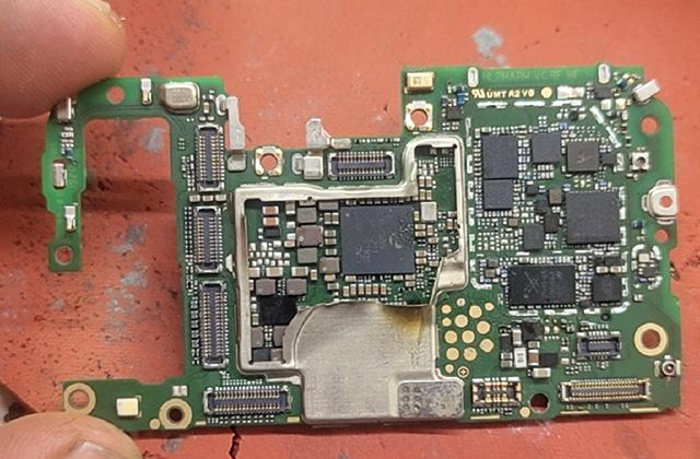 华为nova4e手机黑屏不显示维修